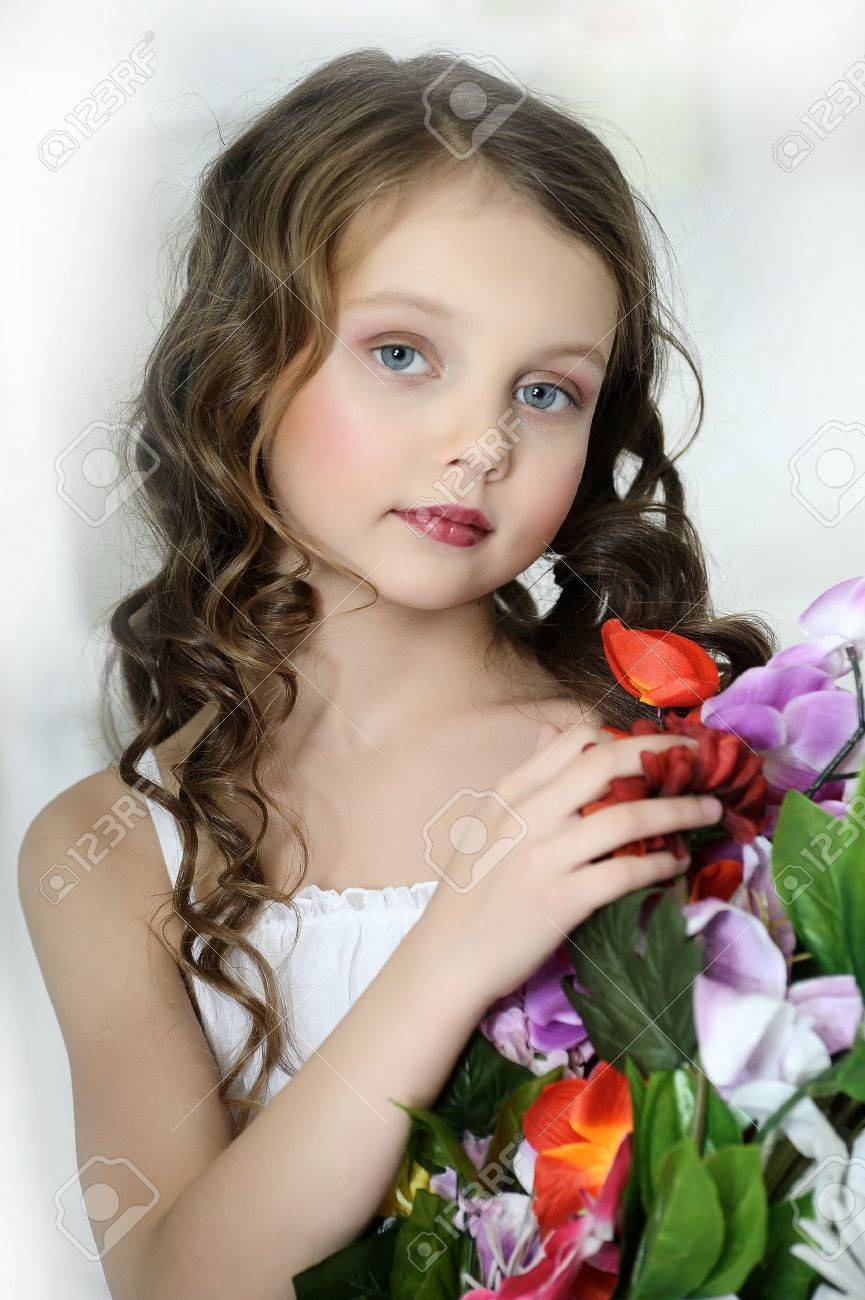 girl with a bouquet of flowers Stock Photo - 16858881