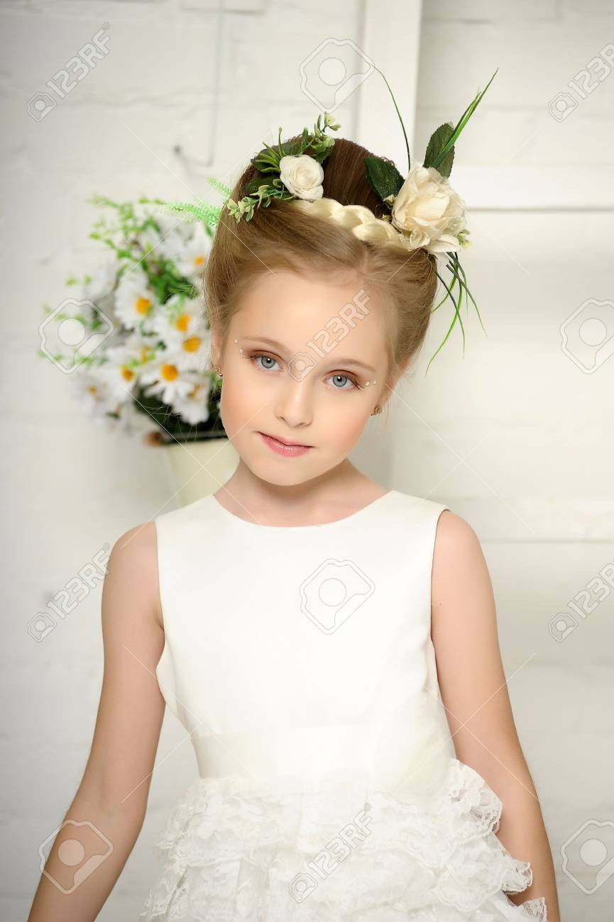 Girl with flowers Stock Photo - 17138622
