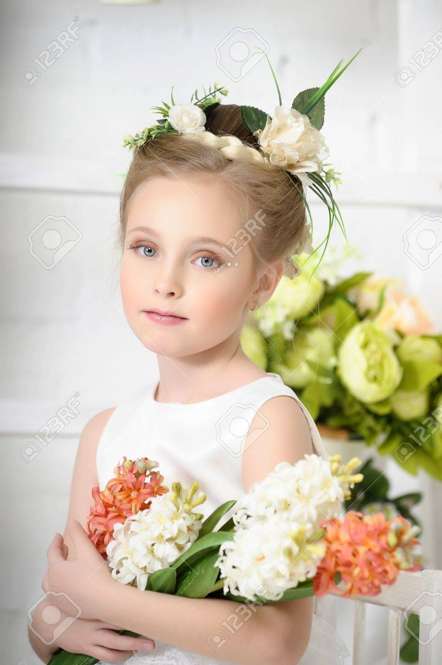 Girl with flowers Stock Photo - 17138626