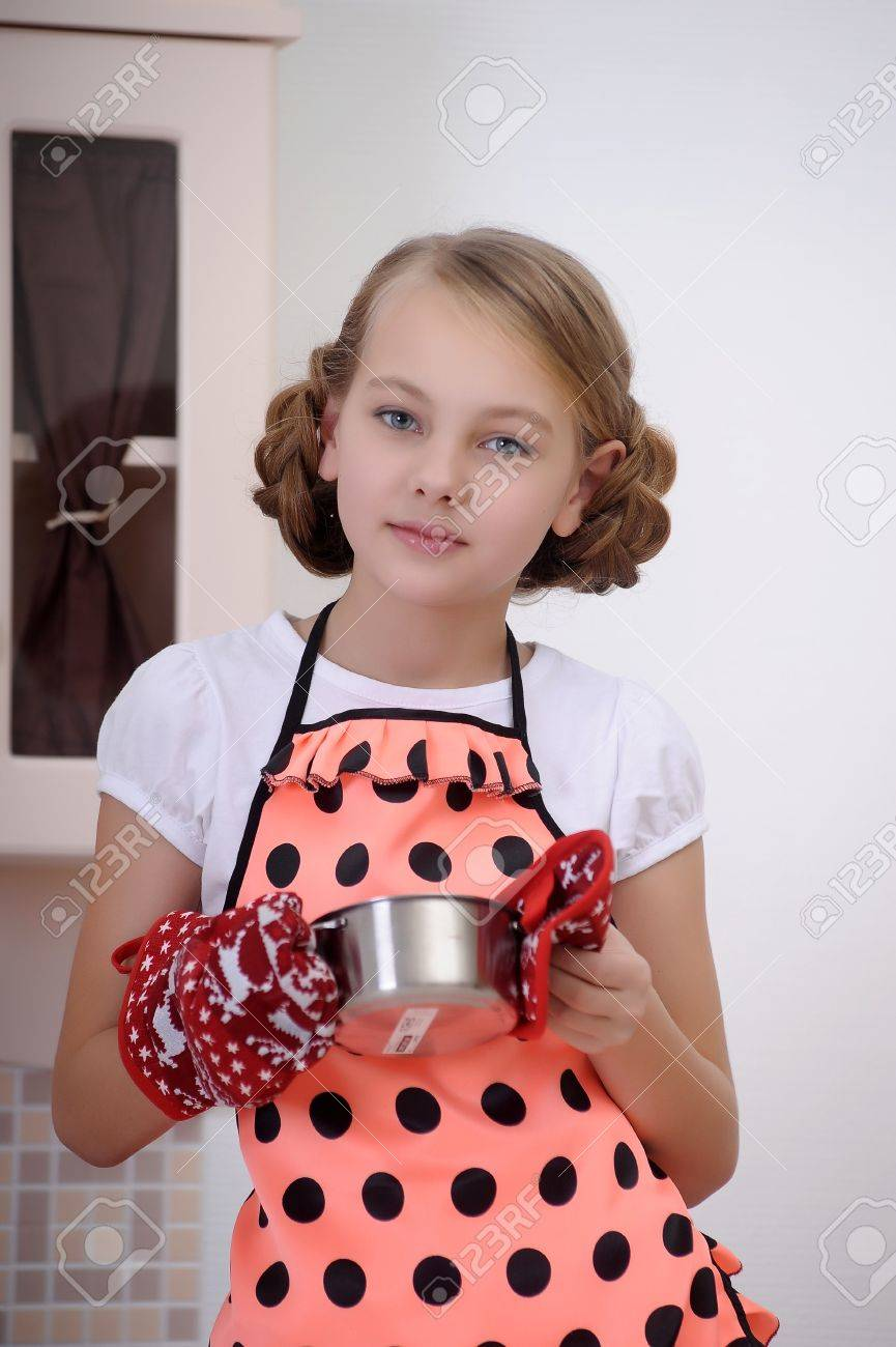 girl in the kitchen with a pan Stock Photo - 17932217