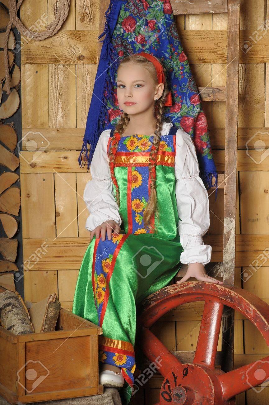 ロシアの民族衣装の女の子 ロイ...