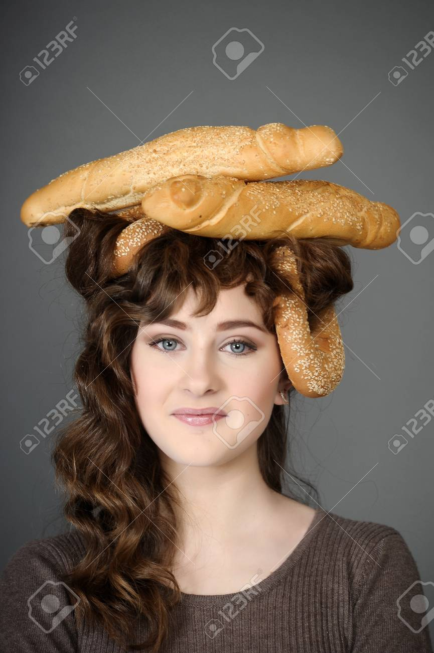 baker girl with bread on head Stock Photo - 19558822 7317dc287