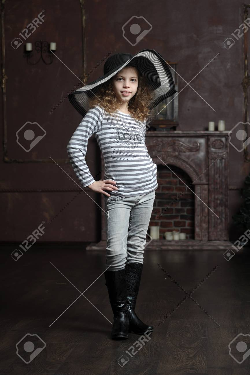 teen girl in curly hair in a wide-brimmed hat Stock Photo - 21997273
