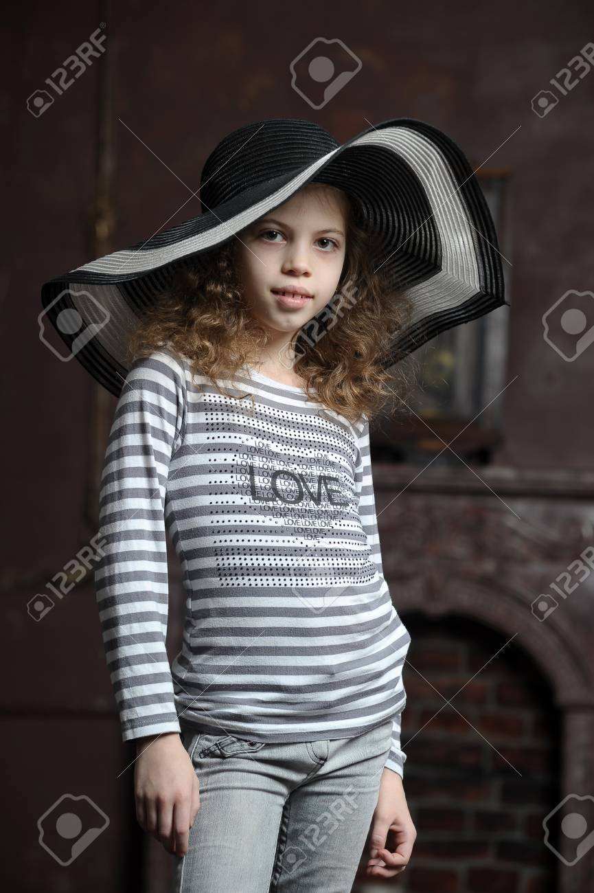 teen girl in curly hair in a wide-brimmed hat Stock Photo - 21997275
