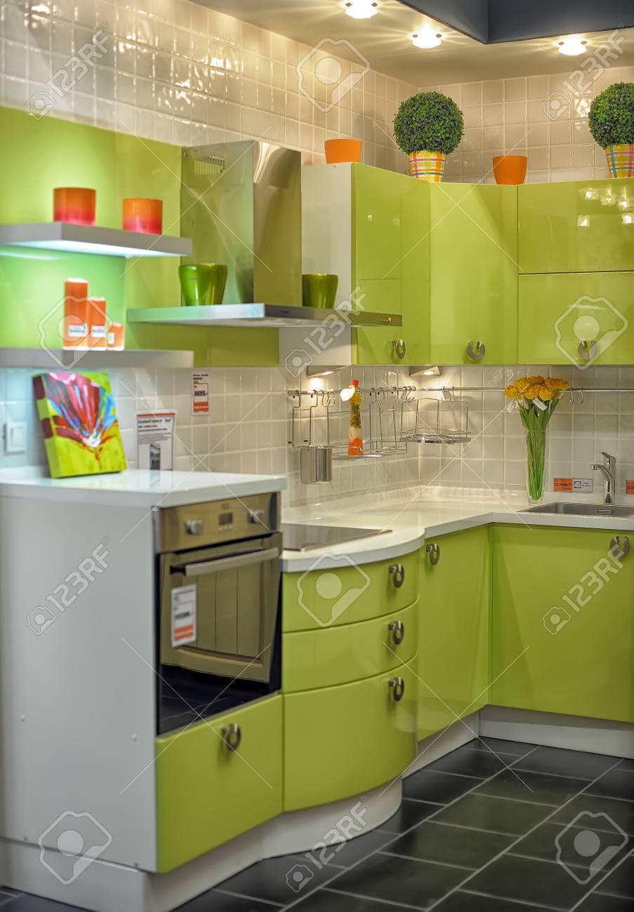 Moderne Kuche Zu Verkaufen Im Mobelhaus Lizenzfreie Fotos Bilder