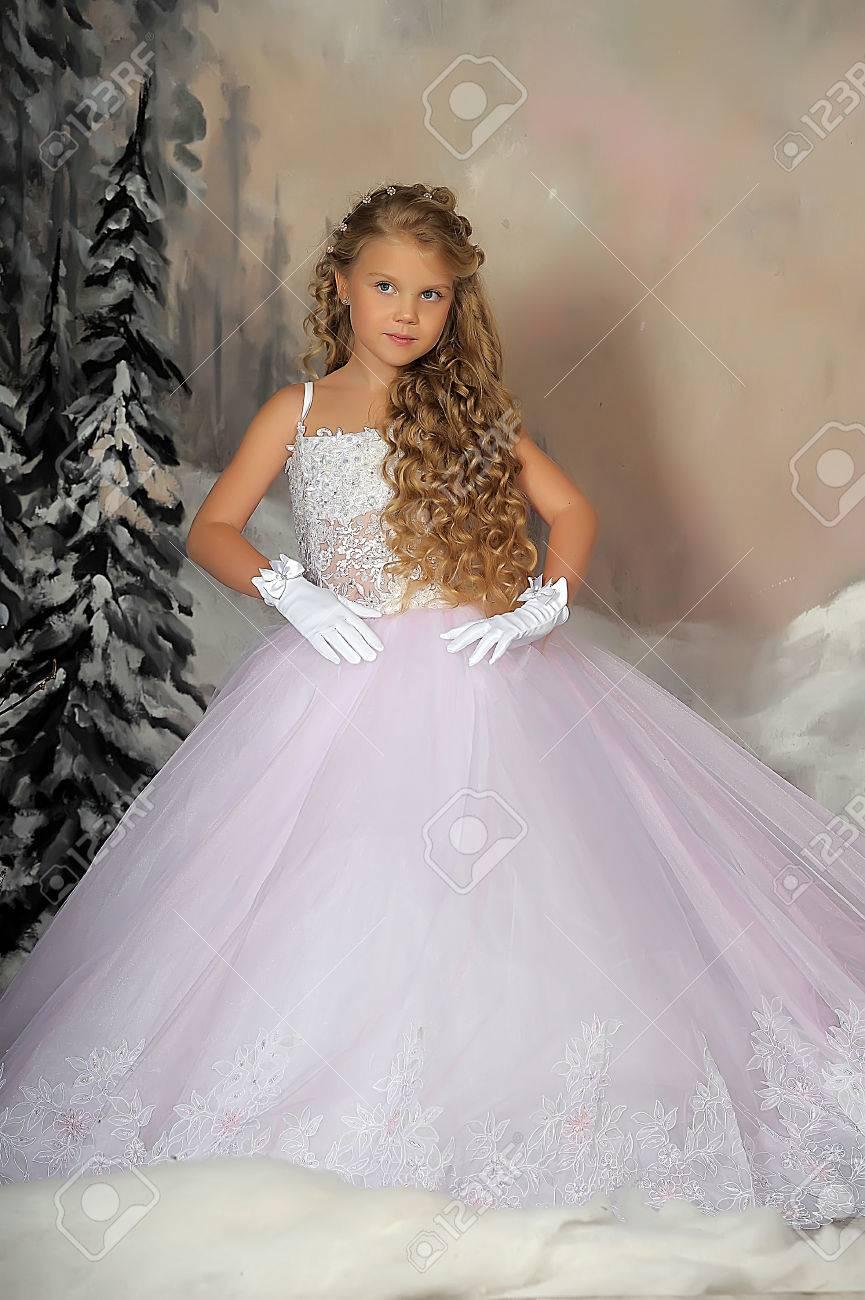 Precio al por mayor 2019 venta de bajo precio especial para zapato Pequeña princesa en vestido blanco