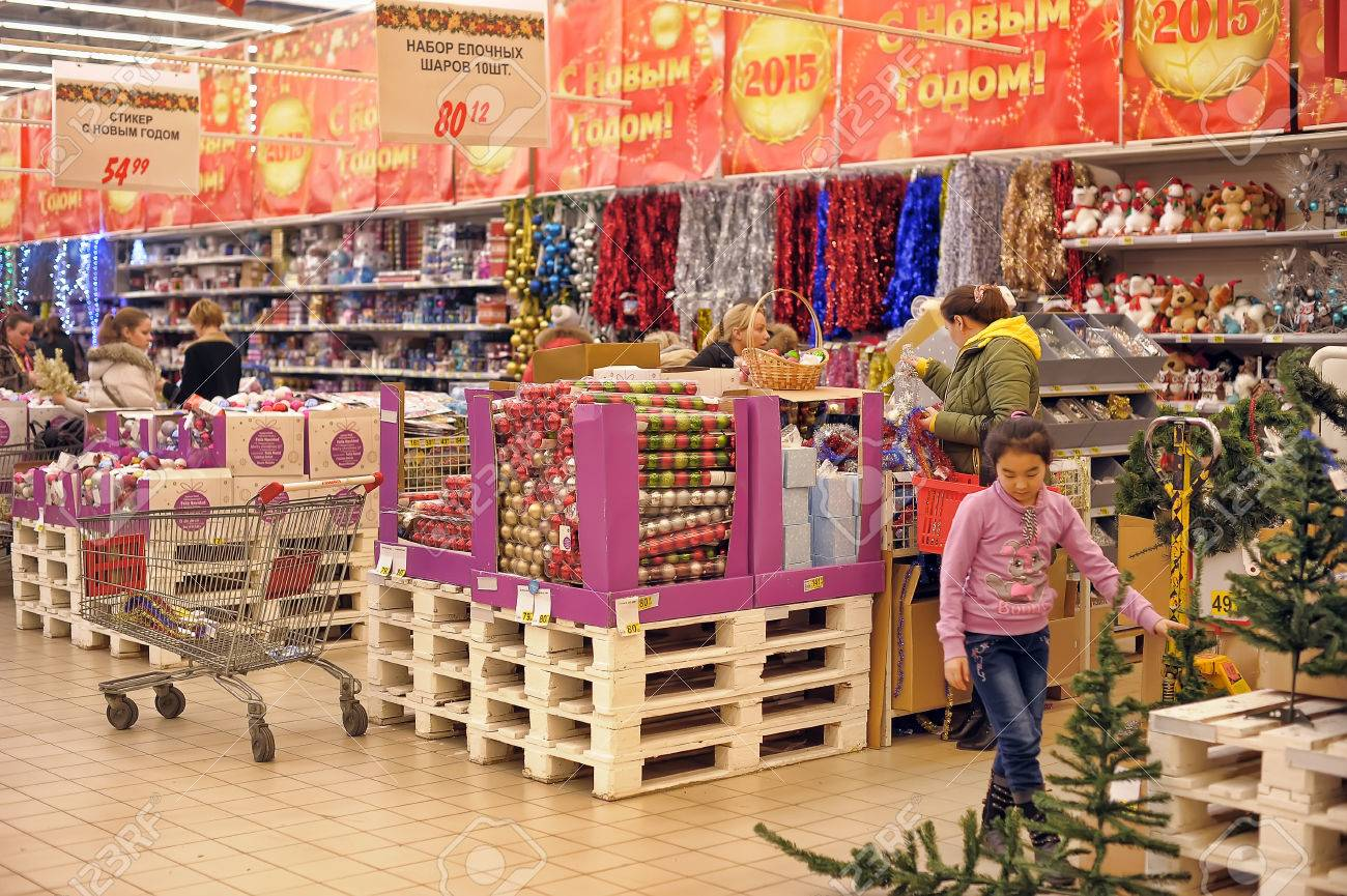 people in the store to buy christmas decorations for the house auchan st petersburg
