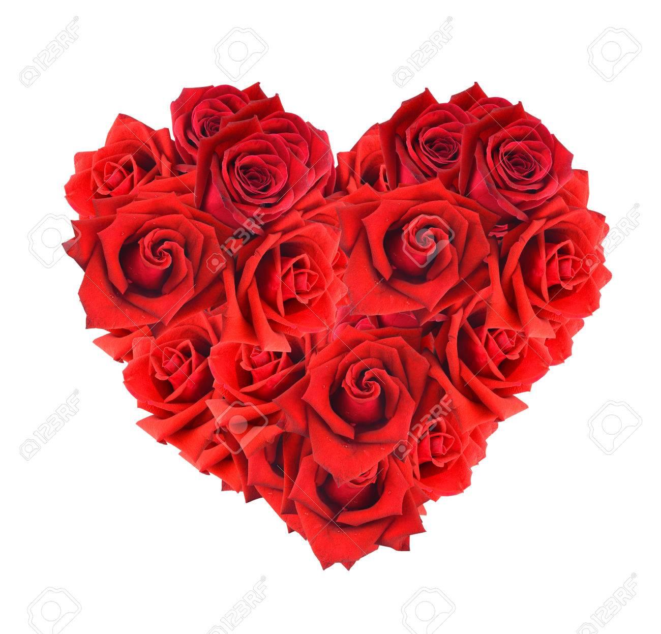 coeur en forme de bouquet de roses rouges isolé sur fond blanc