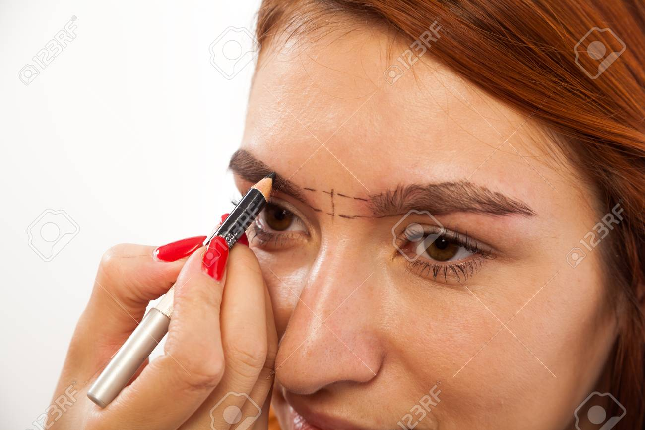 The Procedure For Eyebrow Correction In The Beauty Salon The