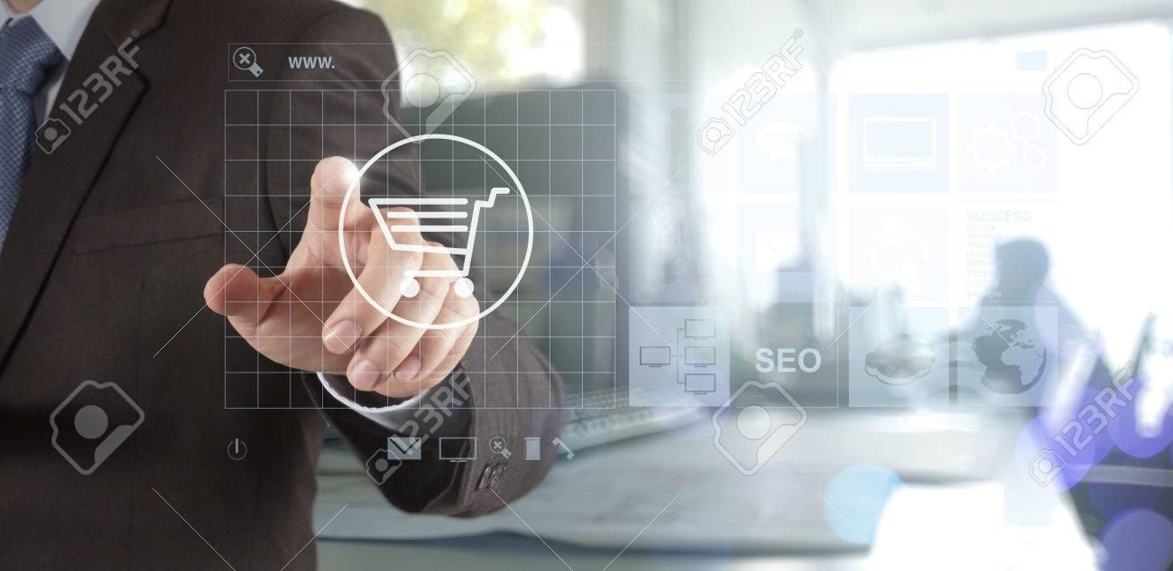 Doppelbelichtung Der Geschäftsmann Hand Zeigt Moderne Technik Wie  Internet Online Shopping Konzept Standard