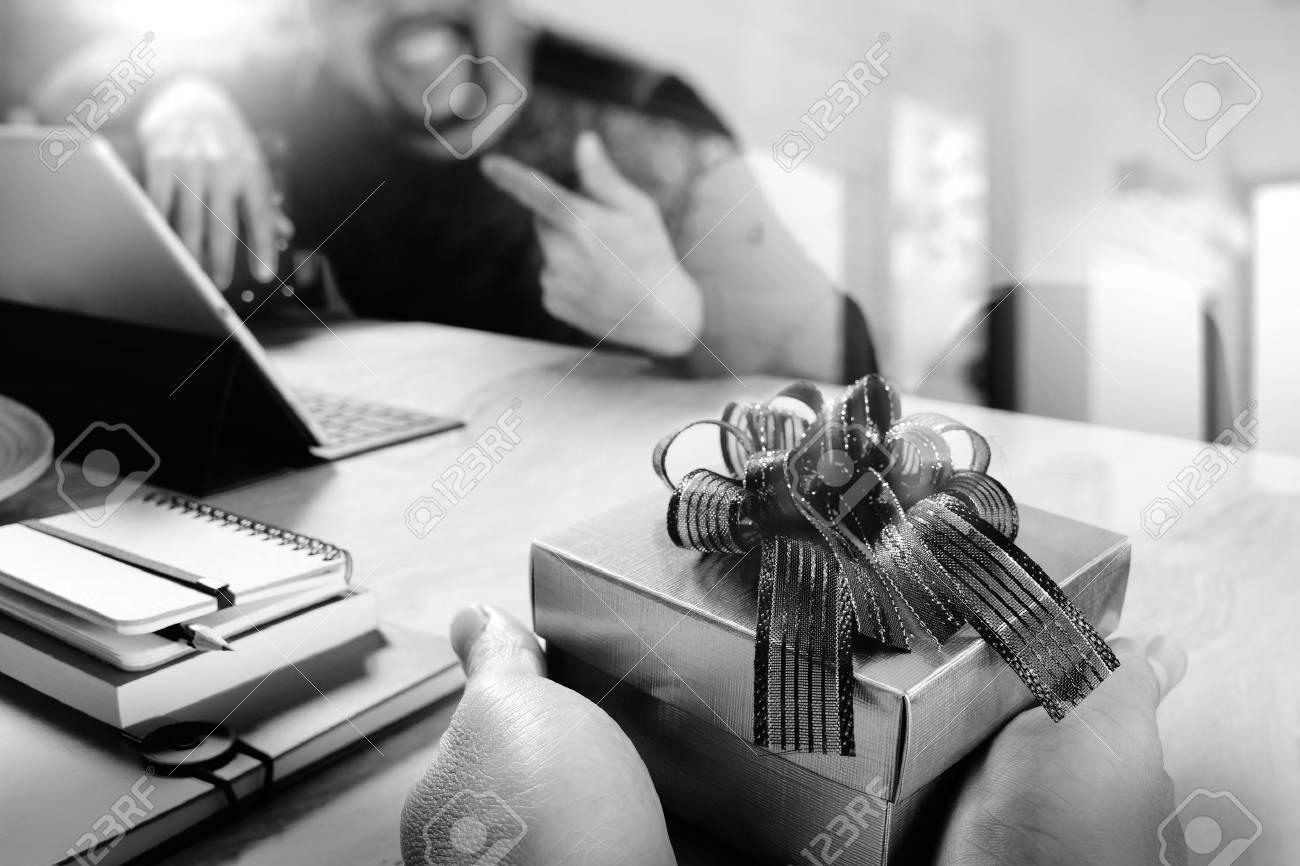 Geschenk-Giving.business Kreative Designerhand, Die Sein Kollege ...