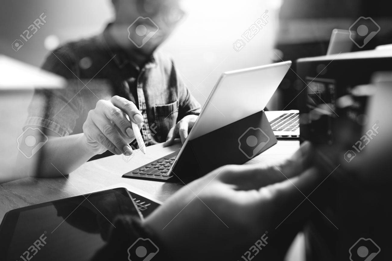 Website designer working digital tablet and computer laptop with digital tablet and digital design diagram on wooden desk and compact server Banque d'images - 66555300