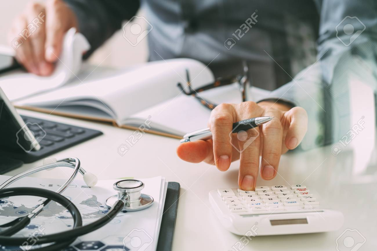 Healthcare costs and fees concept.Hand of smart doctor used a calculator for medical costs in modern hospital - 80116502
