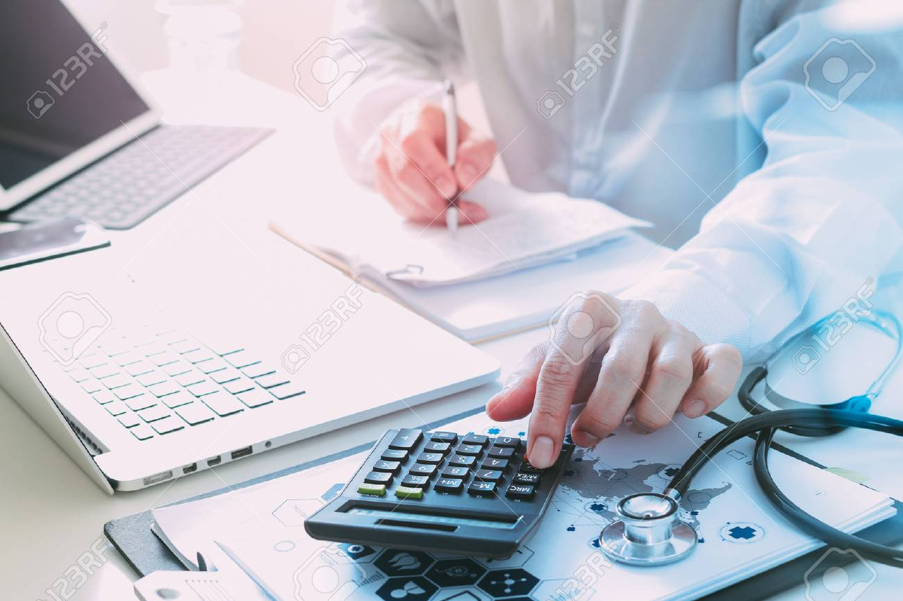 Healthcare costs and fees concept.Hand of smart doctor used a calculator for medical costs in modern hospital - 80116199
