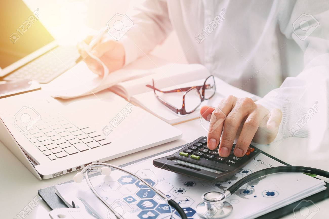 Healthcare costs and fees concept.Hand of smart doctor used a calculator for medical costs in modern hospital Standard-Bild - 80125270