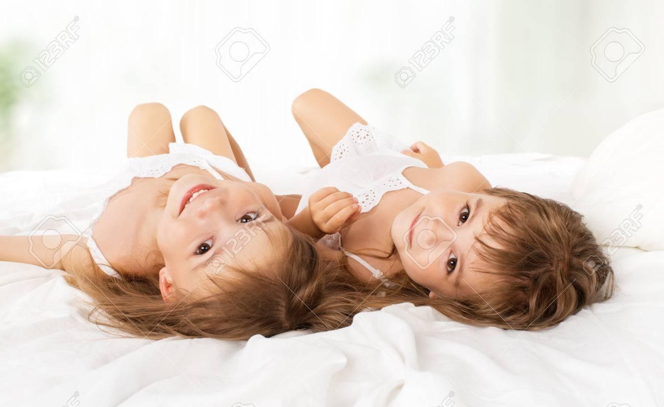 Фото девочки в постели 27 фотография
