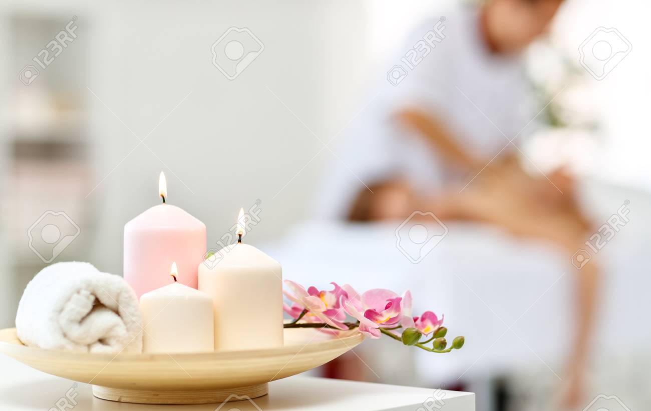Composition of spa candles and white towels - 103906969