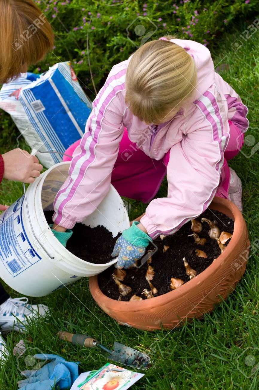 Zeit Draussen Im Garten Durch Das Einpflanzen Von Fruhjahr Gluhbirnen