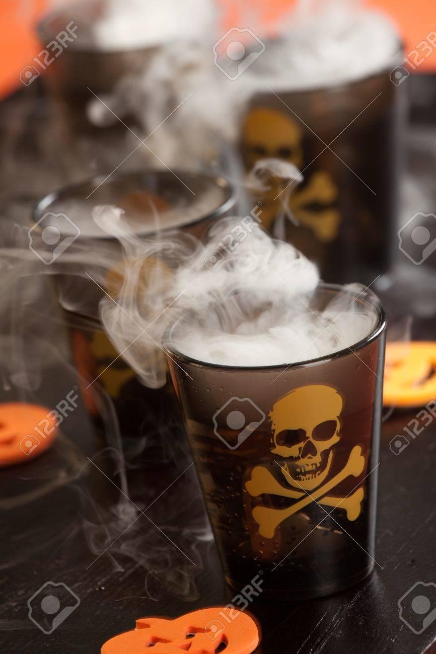 Nahaufnahme Tödlicher Schuss, Wodka Und Paprika - Halloween Getränke ...