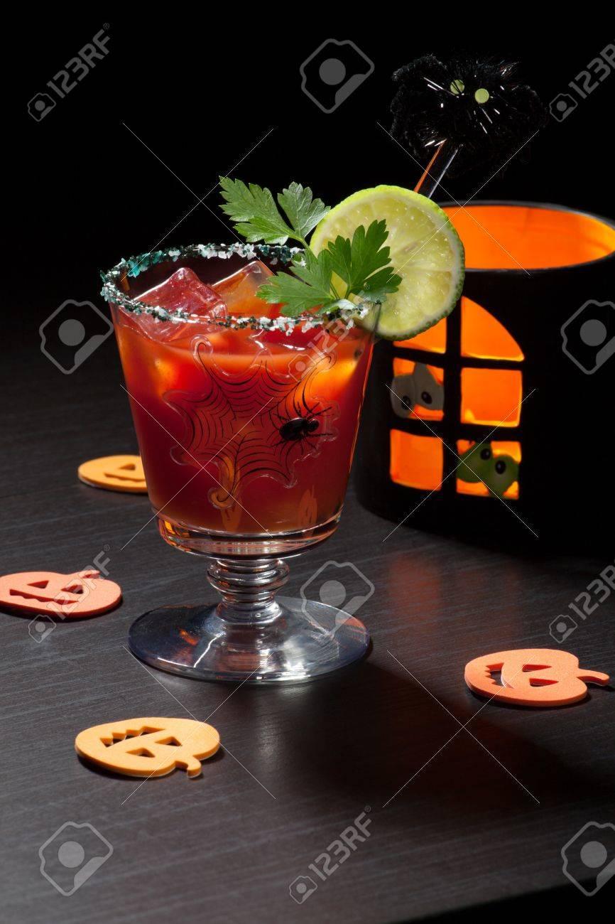 Nahaufnahme Der Bloody Mary Cocktail Mit Zitrone Und Petersilie ...