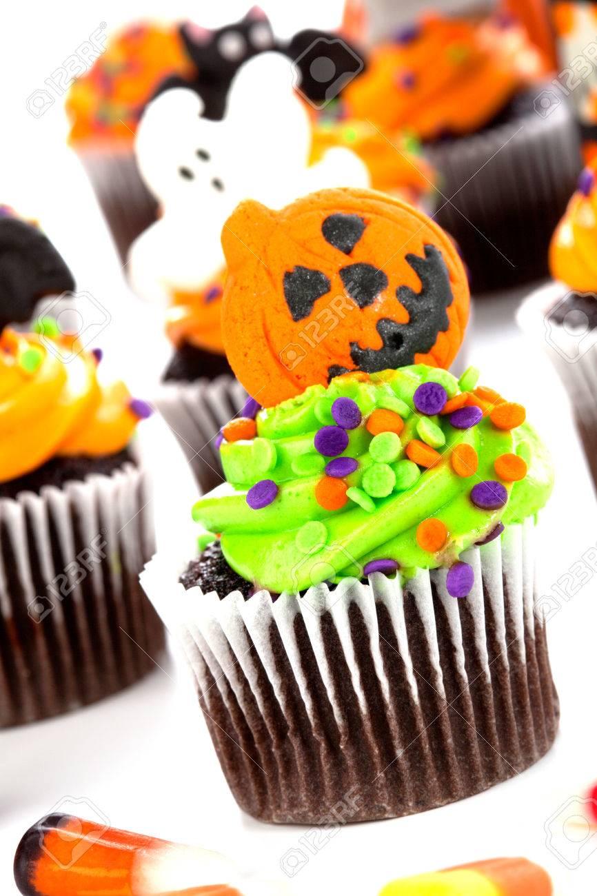 halloween cupcake with jack-o'-lantern and bat decorations