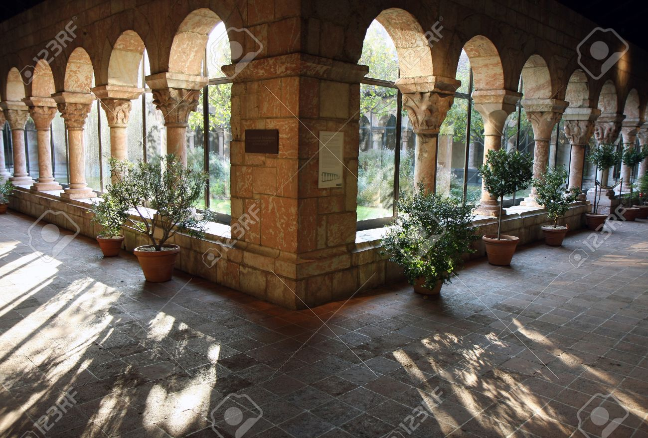 Cloisters yard view in New York museum Stock Photo - 7774001