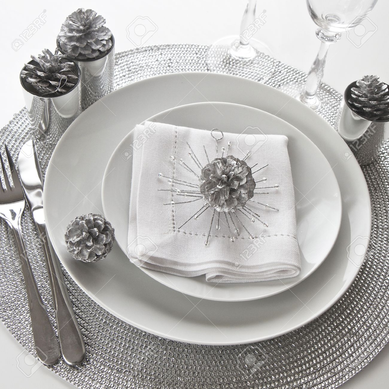 Christmas Table Setting in silver and white Stock Photo - 15615559 & Christmas Table Setting In Silver And White Stock Photo Picture And ...