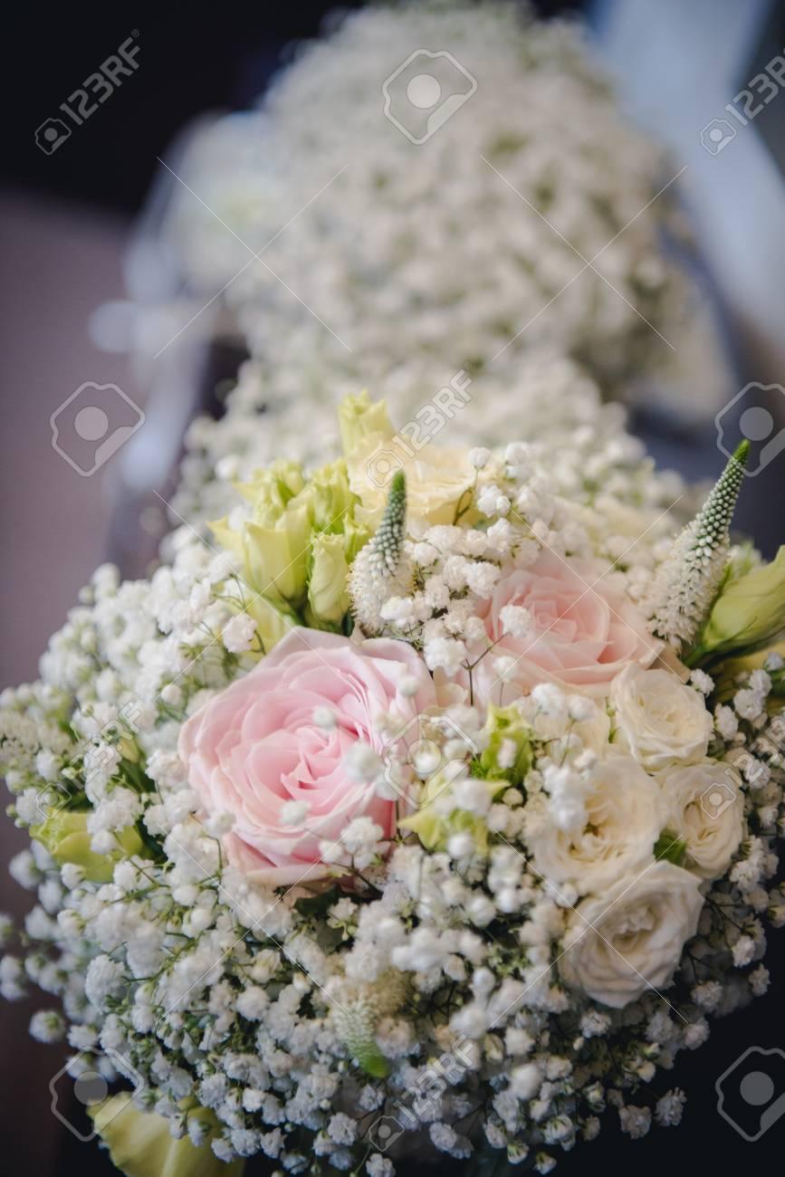 Gelb Und Rosa Blumenstrauss Hochzeit Von Rosen Lizenzfreie Fotos