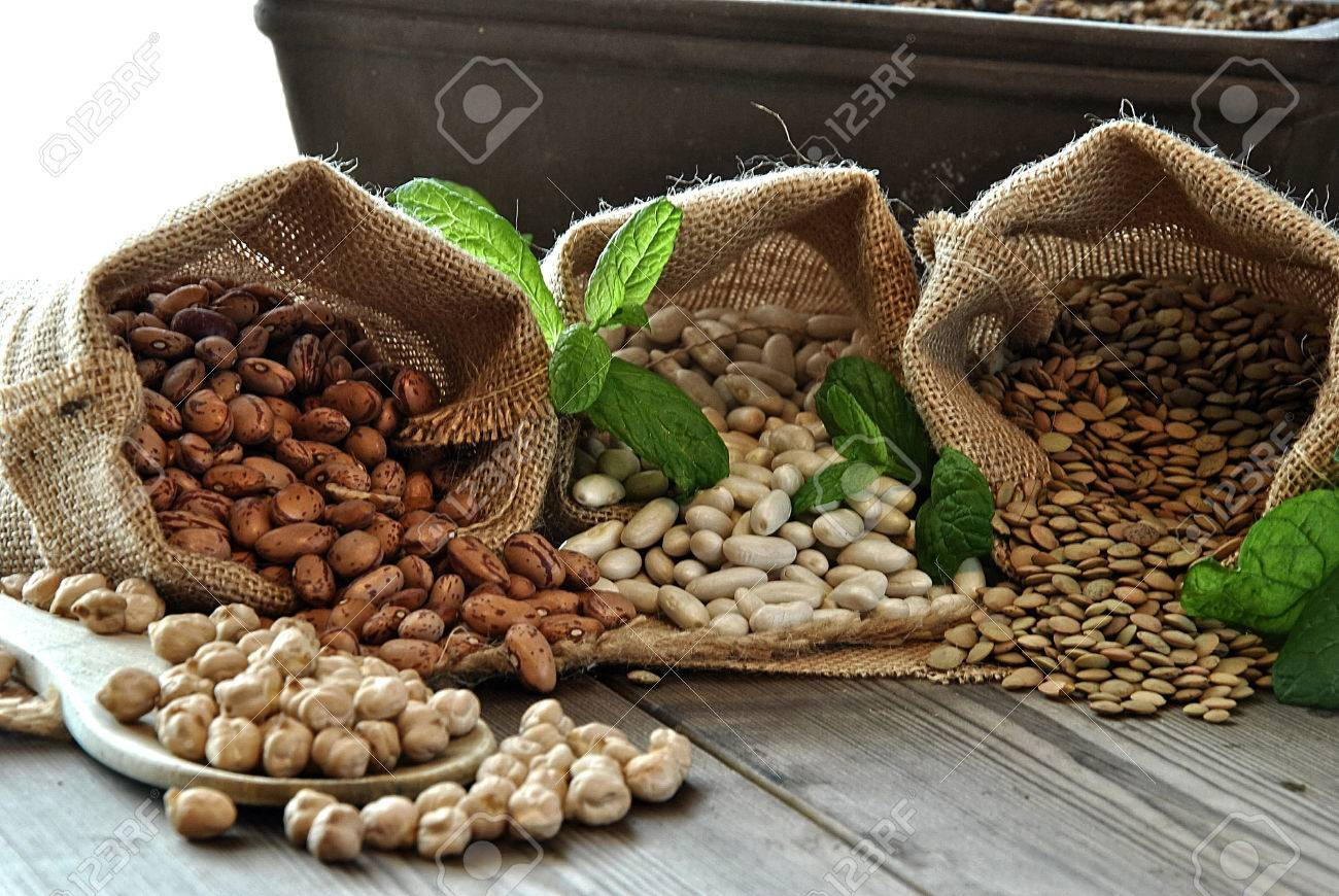 lentils, chickpeas, red beans in cloth bags - 25306124