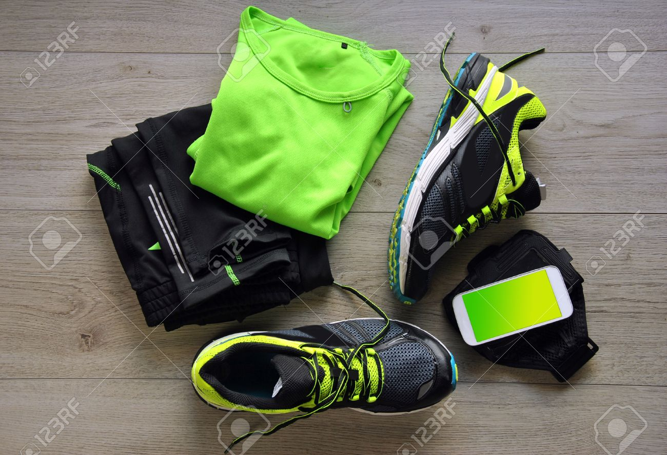 Clothes make running with isotonic drink, phone and T-shirt - 37189700
