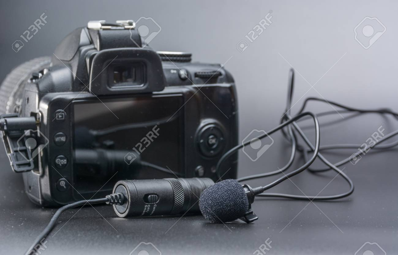Lapel microphone used to phone mobil or dslr camera - 86520430