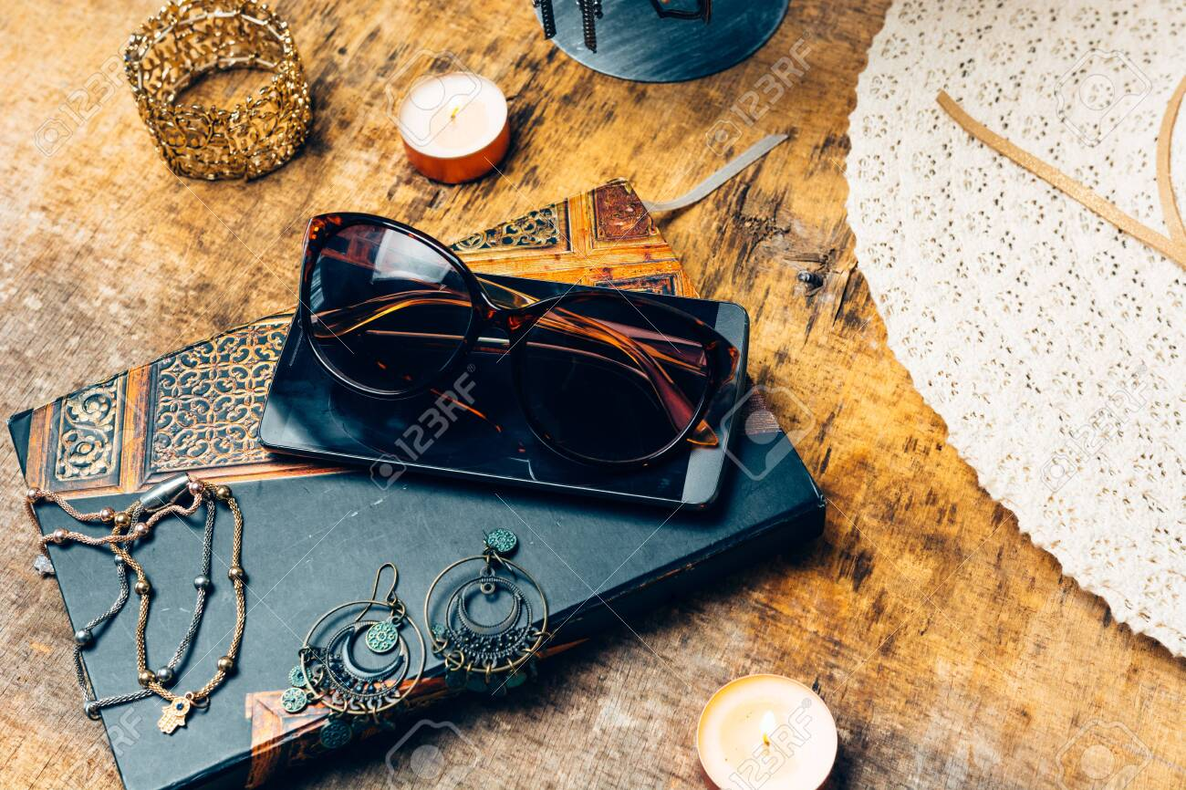 night table full of complements for the woman like her earrings, perfume, mobile phone and agenda - 147338479
