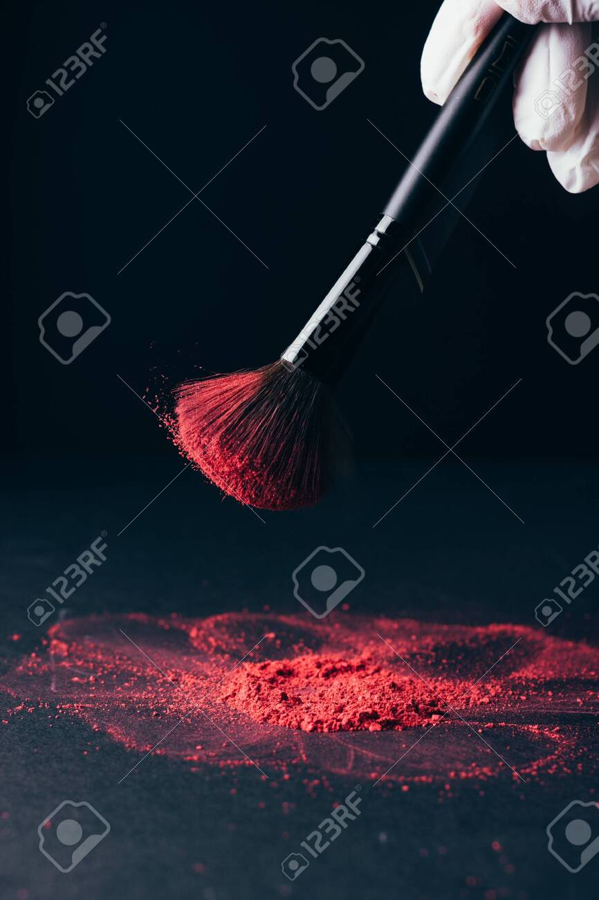 Make-up brush with violet powder explosion on black - 149348846