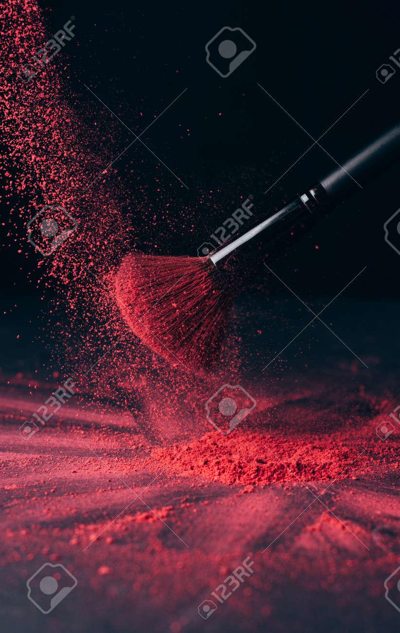 Make-up brush with violet powder explosion on black - 149348849