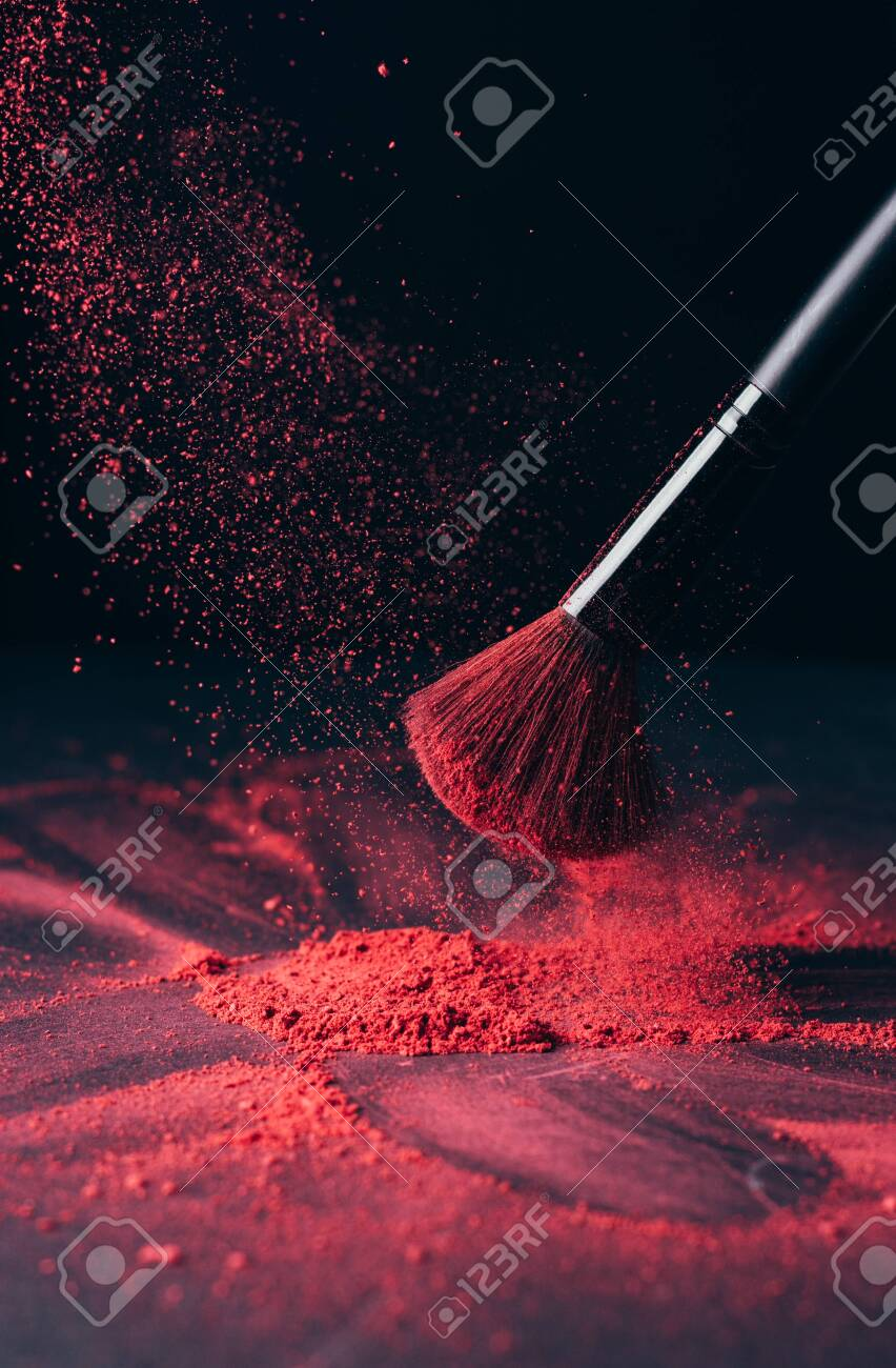 Make-up brush with violet powder explosion on black - 149348328