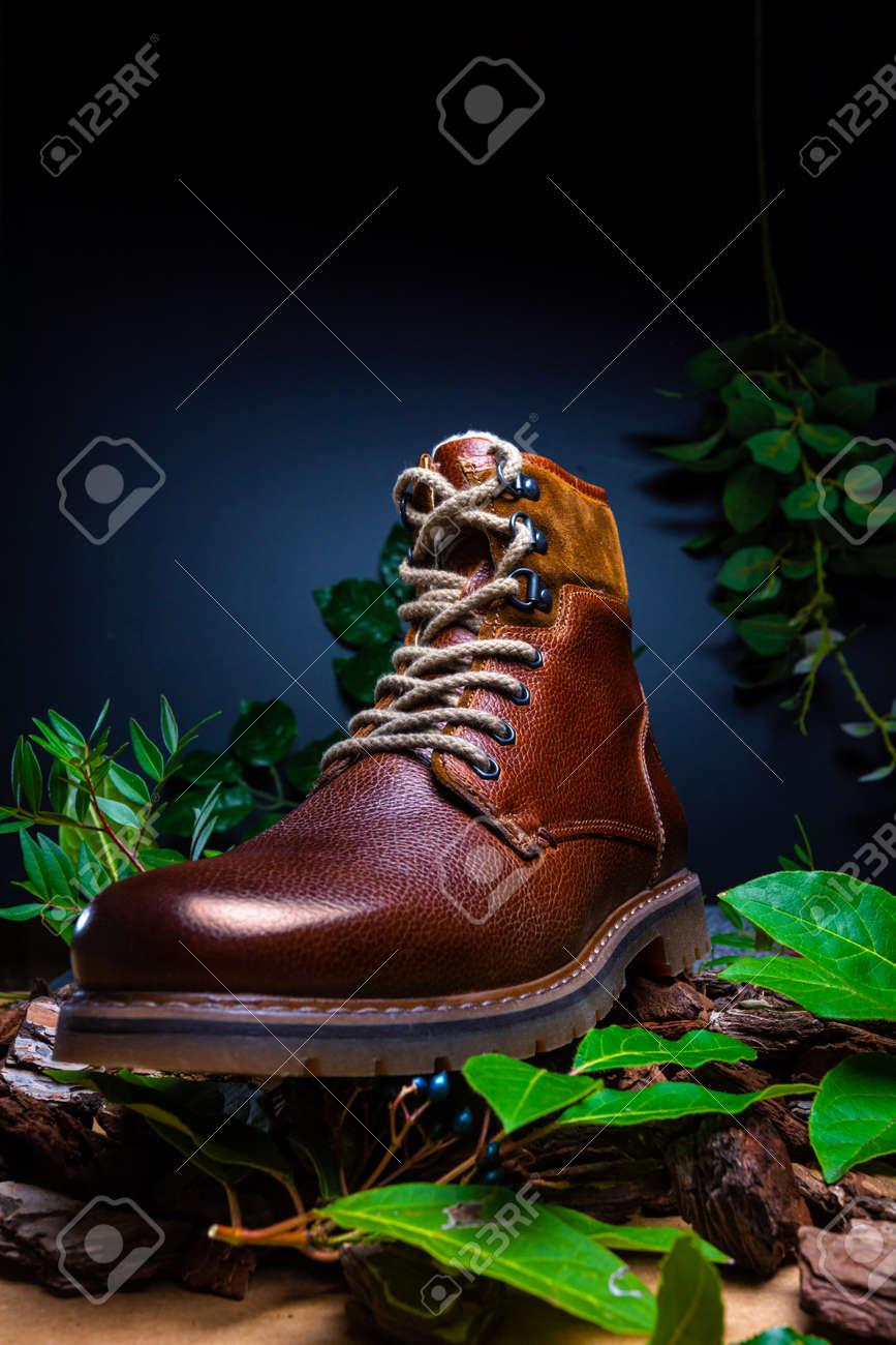 Real leather boots for men. Waterproof boots for walking in the mountains. Hard boots - 157242203
