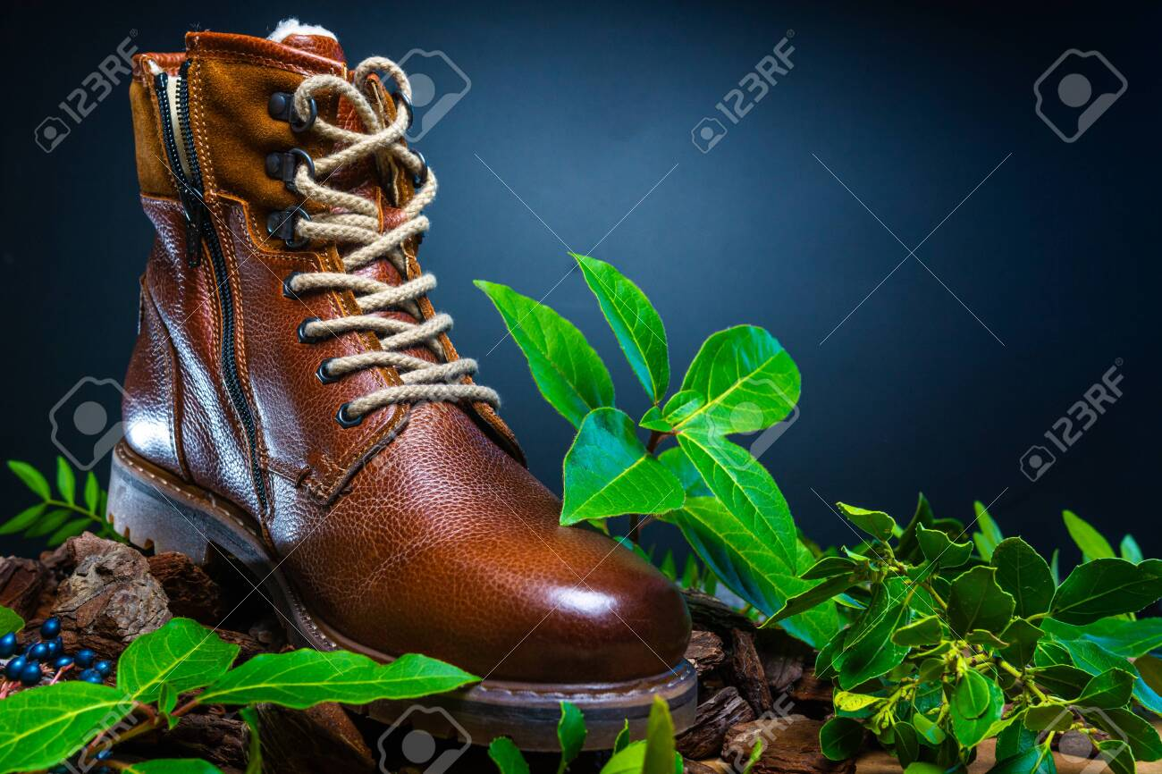 Real leather boots for men. Waterproof boots for walking in the mountains. Hard boots - 157242020