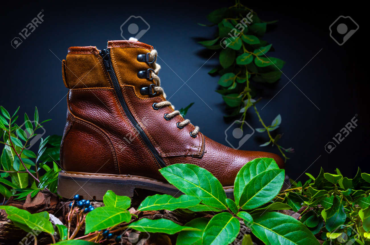 Real leather boots for men. Waterproof boots for walking in the mountains. Hard boots - 157242228