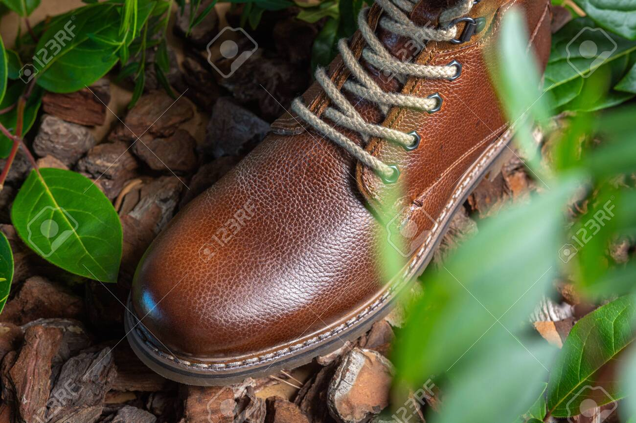 Real leather boots for men. Waterproof boots for walking in the mountains. Hard boots - 157242146