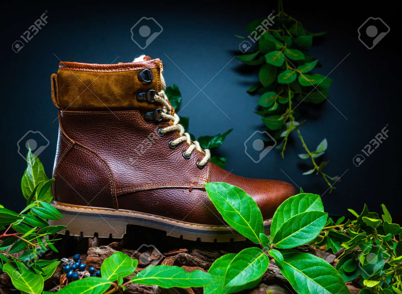 Real leather boots for men. Waterproof boots for walking in the mountains. Hard boots - 157242224