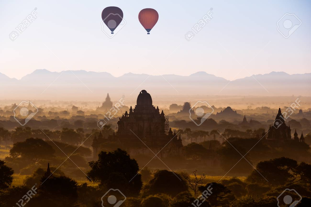 Palloni Ad Aria Calda.Alba Scenic Con Molti Palloni Ad Aria Calda Sopra Bagan In Myanmar
