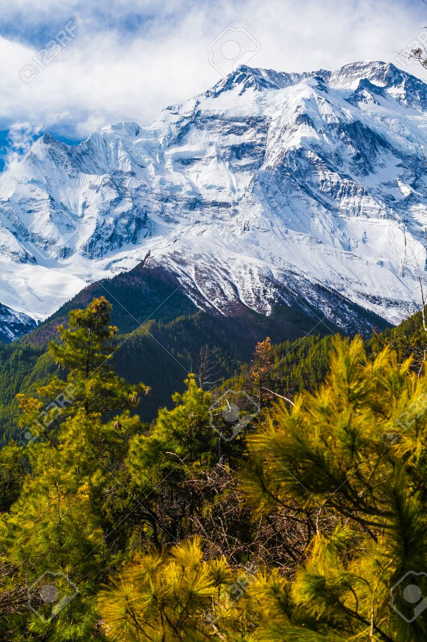 Landscapes Snow Mountains Nature Morning Viewpoint.Mountain Trekking Landscape Background. Nobody photo.Asia Vertial picture. Sunlights White Blue Sky. Himalayas Rocks Stock Photo - 63727184