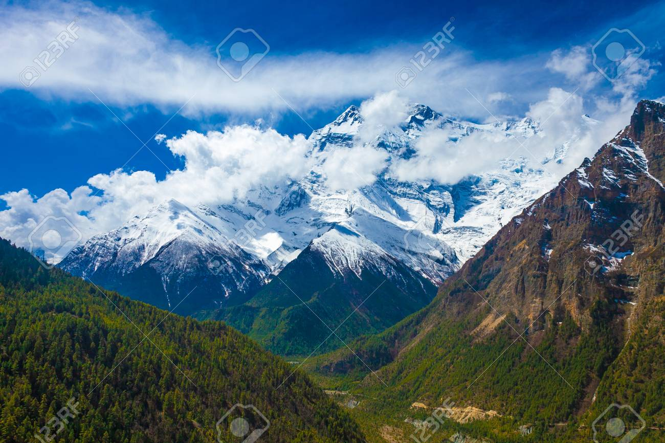 Landscape Snow Mountains Nature Viewpoint.Mountain Trekking Landscapes Background. Nobody photo.Asia Travel Horizontal picture. Sunlights White Clouds Blue Sky. Himalayas Rocks Stock Photo - 63727206