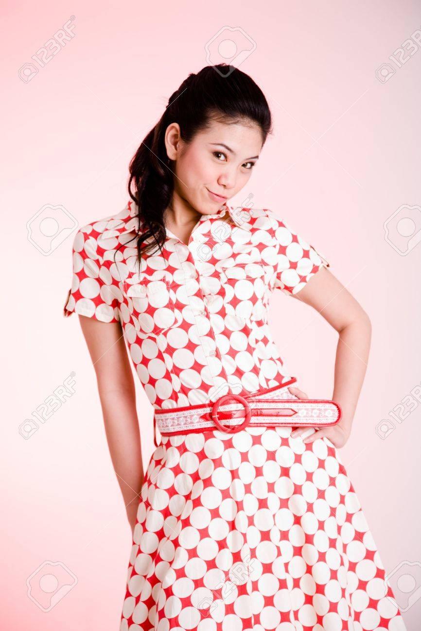 Vestido rojo con puntos blancos