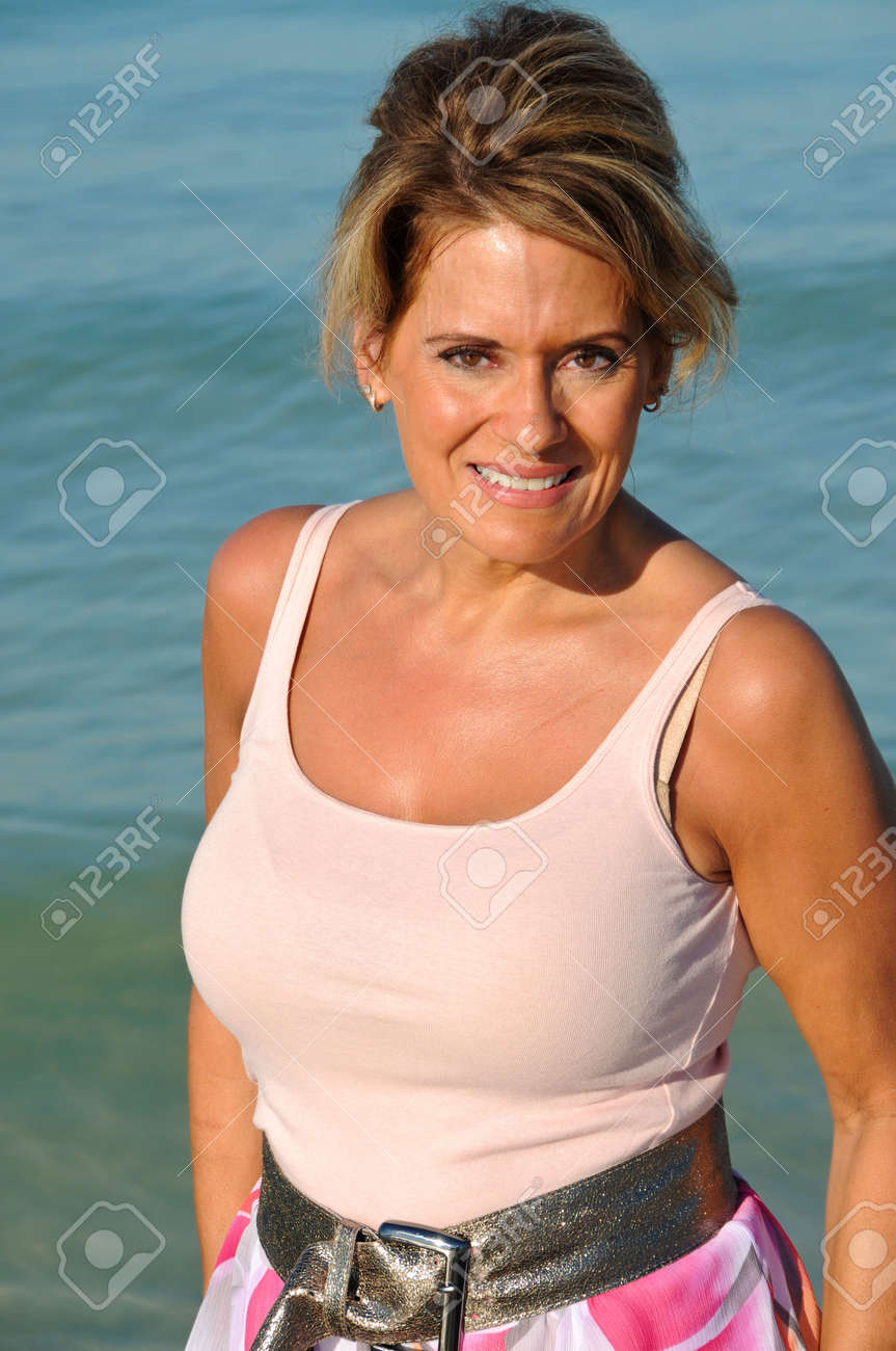 reife frauen am strand