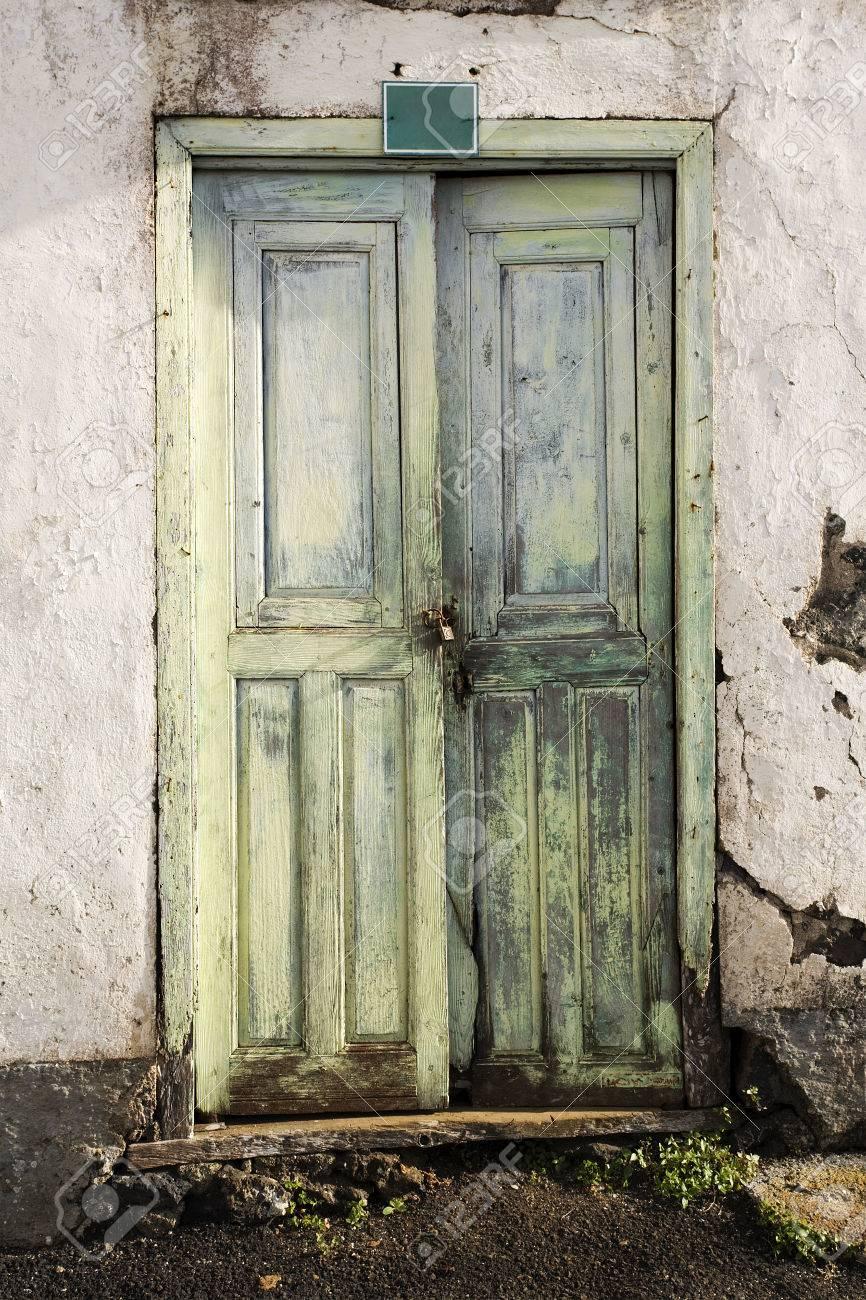 Puertas De Entrada De Casa Trendy Casas De Estilo Minimalista Por  ~ Tejadillos Para Puertas Rusticos