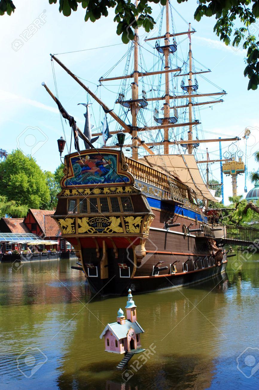 banque dimages bateau pirate dans les jardins de tivoli copenhague - Jardins De Tivoli
