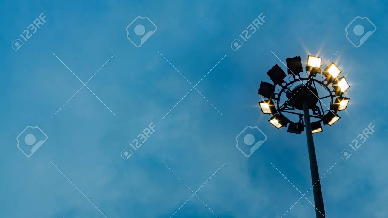 Immagini stock palo del riflettore alberino della lampada