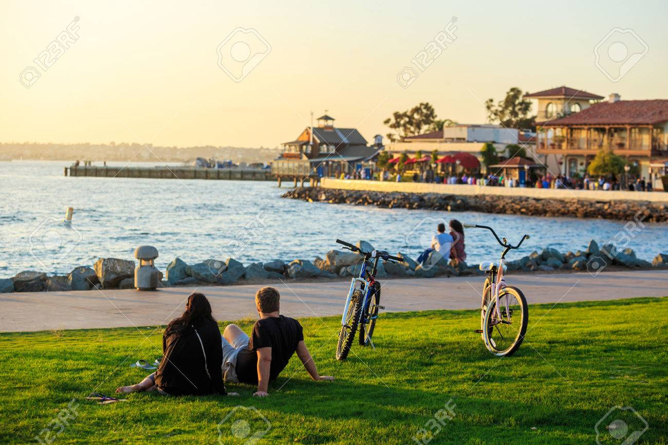 Sunset at San Diego Waterfront Public Park, Marina and the San Diego Skyline. California, United States. - 39399428