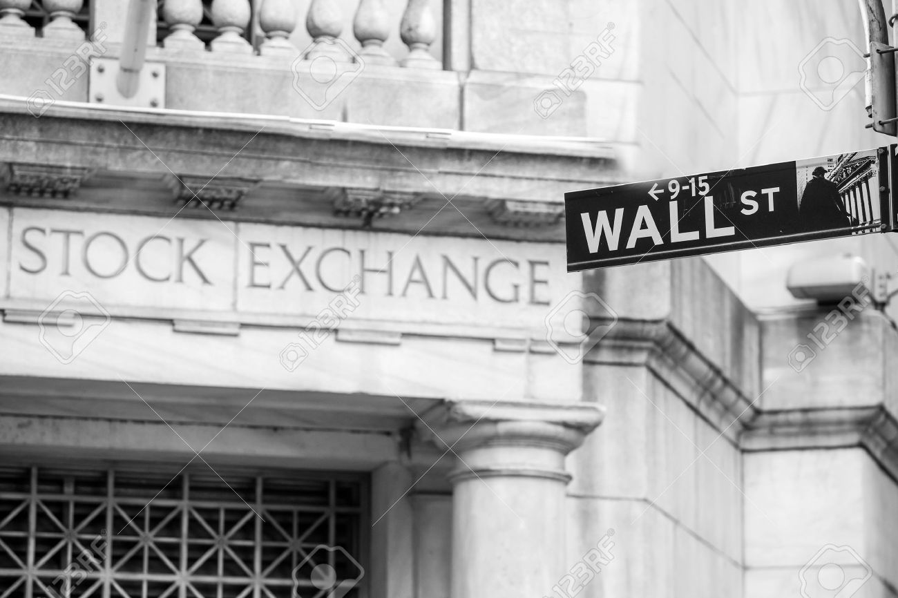Wall street sign in New York City in black and white Stock Photo - 39676760